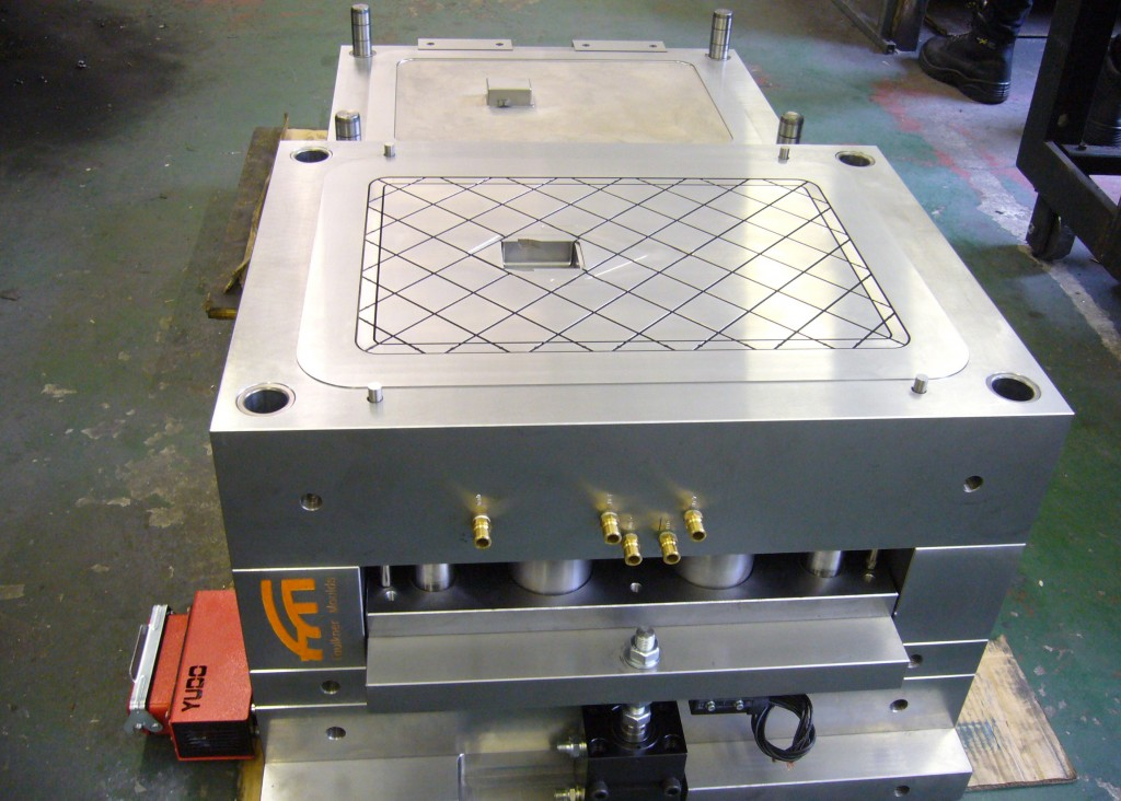 Battery box lid tool